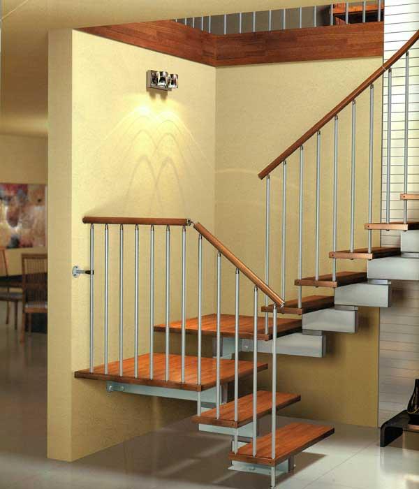 Immagini scale in legno simple scala a giorno per interni for Immagini scale in legno